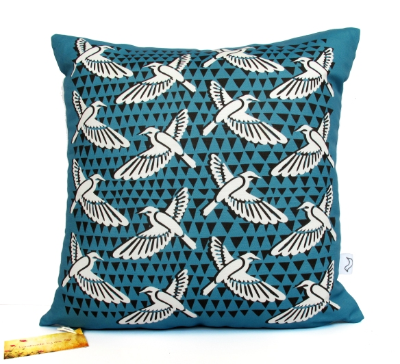 DecoBirds_B_Cushion